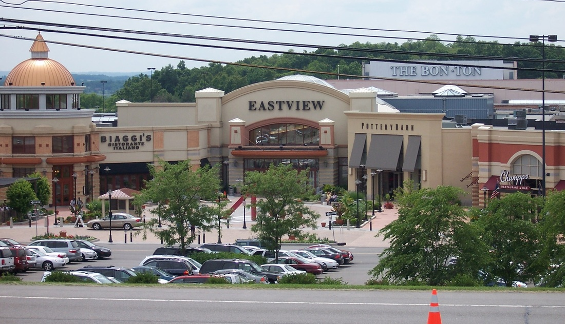 For non-outlet shopping, we have also provided a separate list of 36 traditional shopping malls near Rochester Hills, MI. Outlet Malls near Rochester Hills, MI Below is the address, phone number, and store count for each outlet mall near Rochester Hills, MI.